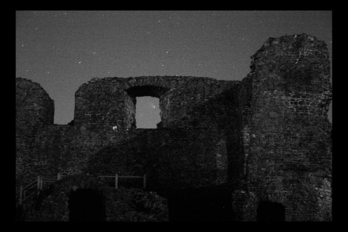 PANSTARRS and Kendal Castle 2bw